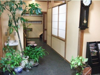 大小個室、2階には大宴会場もありますので、食事会や法事、宴会などご利用いただけます